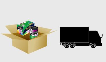 [イラスト]変換したいメディアを箱に詰めて富士フイルムへ返送します。
